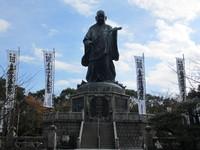 東公園の日蓮聖人銅像.jpg